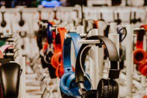 ヘッドセットを導入してWeb会議のサウンドを聞こえやすくする方法