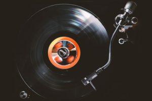 ハードディスク」は「アナログレコードで音楽を聴く」ようなもの
